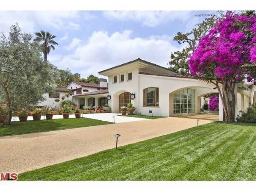 Bruce Willis lists Beverly Hills estate