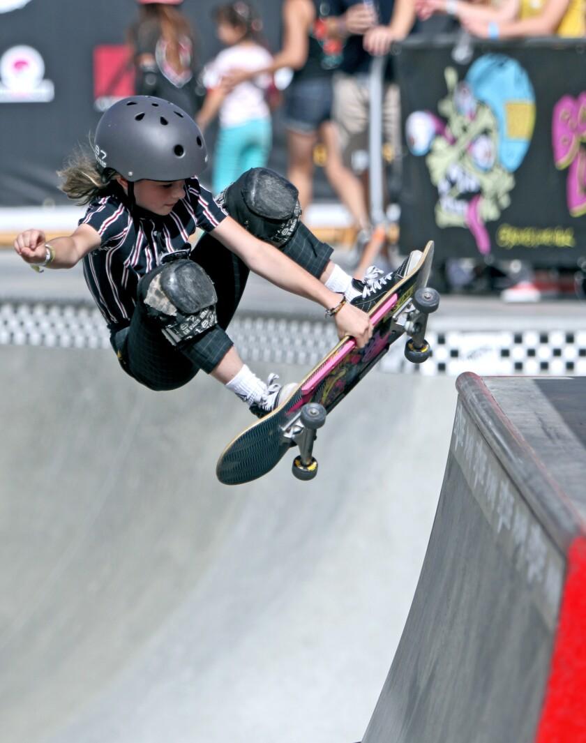 tn-dpt-me-hb-women's-skateboarding-20191102-2