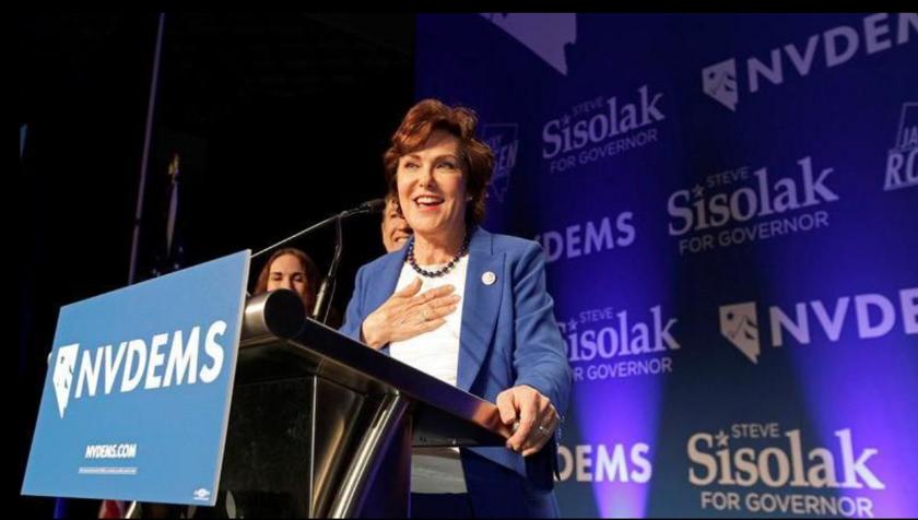 La candidata demócrata Jacky Rosen declara la victoria sobre el senador Dean Heller durante la fiesta de la noche electoral de los comicios legislativos organizada en un hotel y casino de Las Vegas, Nevada (Estados Unidos) el 6 de noviembre de 2018. EFE