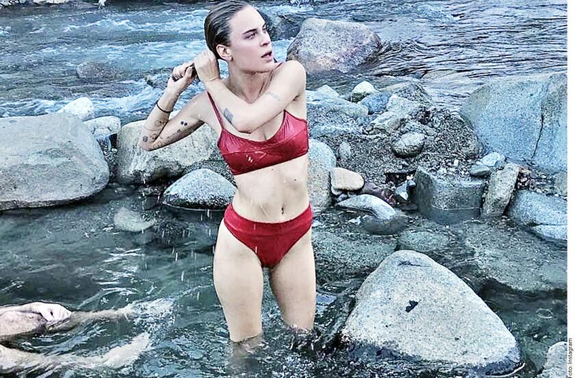 La hija menor de Bruce Willis y Demi Moore publicó una foto en bikini, junto a sus hermanas Rumer y Scout, también vestidas con prendas similares, en un escenario helado.