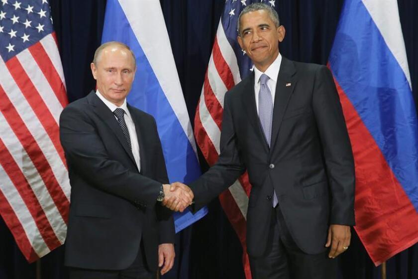 """El presidente, Barack Obama, aseguró hoy que """"pocas cosas pasan en Rusia si la aprobación de (su presidente) Vladimir Putin"""", en alusión a los pirateos informáticos sobre el Comité Nacional Demócrata (DNC, en inglés) y el jefe de campaña de Hillary Clinton, John Podesta. EFE/ARCHIVO"""