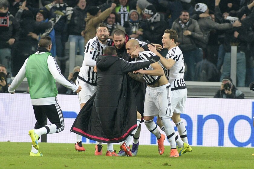 Juventus' Simone Zaza, second from right, celebrates with is teammates after scoring during a Serie A soccer match between Juventus and Napoli at the Juventus stadium, in Turin, Italy, Saturday, Feb. 13, 2016. (AP Photo/Massimo Pinca)
