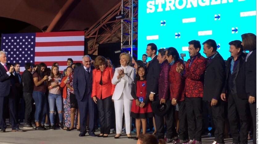 Arropada por la comunidad latina de Estados Unidos, la candidata demócrata Hillary Clinton quiso celebrar tras el tercer debate en la carrera presidencial, en una fiesta con sabor a México.