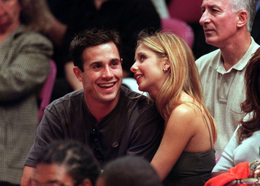 Sarah Michelle Gellar marks 13th anniversary with Freddie Prinze Jr. with  wedding photo - Los Angeles Times