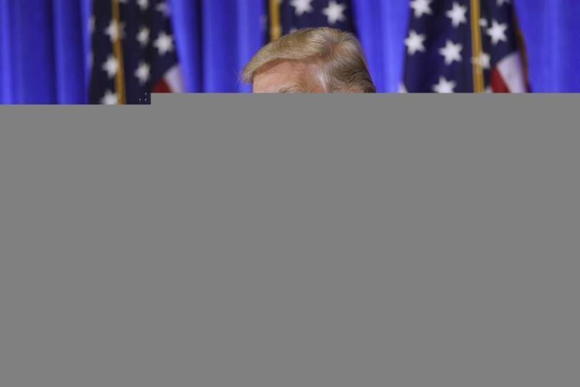 El presidente electo, Donald Trump, dijo hoy que va a ceder todo el control de sus negocios a sus dos hijos adultos y a un colaborador, pero no liquidará sus activos en la empresa. EFE