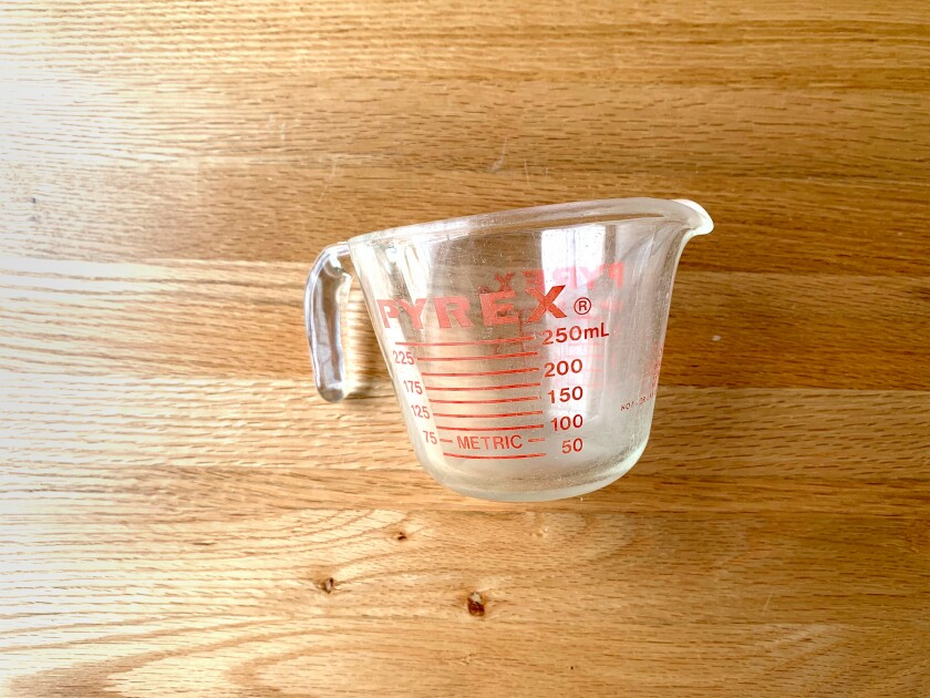 A glass Pyrex liquid measuring cup.