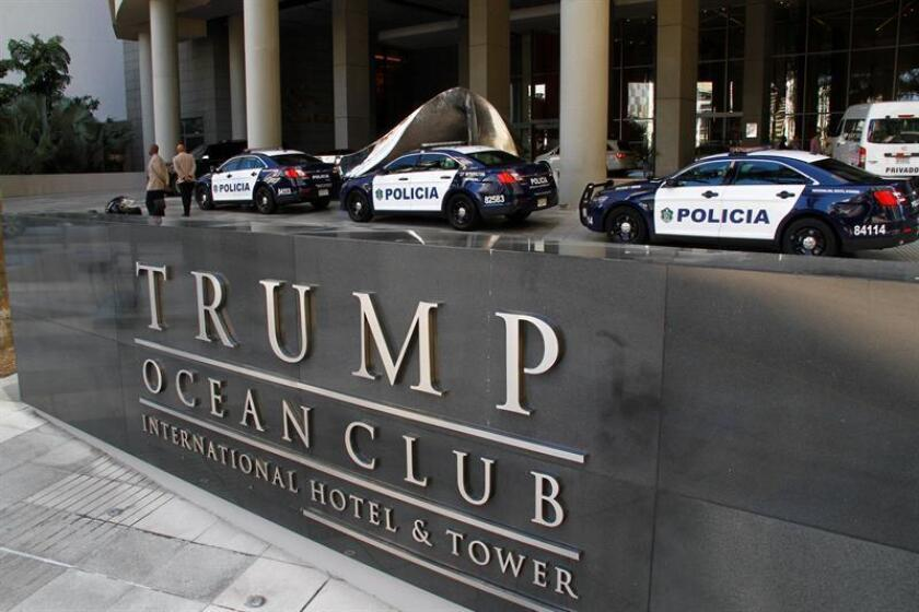 Vista del Hotel Trump Ocean Club custodiado, momentos en que unidades de la policía nacional y representantes del Órgano Judicial de Panamá realizan operativo en el Hotel Trump Ocean Club hoy 5 de marzo de 2018 en ciudad de Panamá. EFE/Archivo