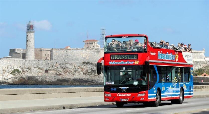 """Las nuevas instalaciones hoteleras se construyen actualmente en polos como La Habana y Varadero, y comenzarán a ofertar servicios a """"mediano plazo"""", especificó el diario estatal Granma en un extenso artículo sobre el programa nacional de inversiones turísticas, que prevé la edificación de unas 103.000 nuevas habitaciones para 2030. EFE/Archivo"""