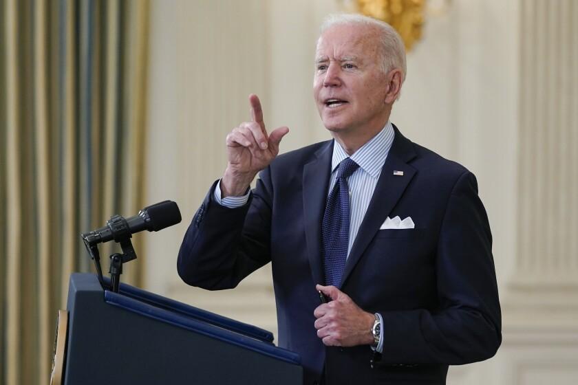 El presidente Joe Biden responde las preguntas de los reporteros en la Casa Blanca,