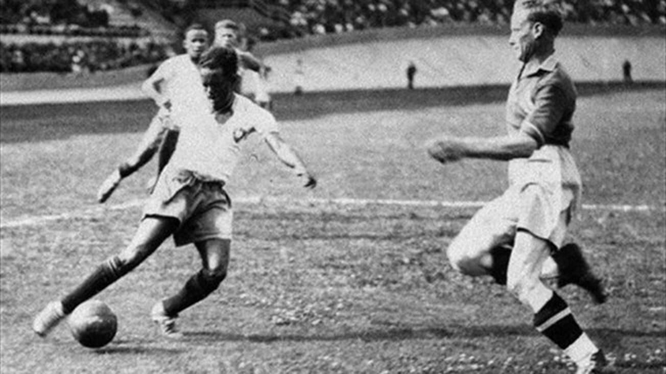 """Leónidas: El primer gran ídolo del fútbol brasileño, el """"Diamante Negro"""" jugó los Mundiales de Italia 1934 y Francia 1938. En éste último fue el máximo goleador y pudo coronarse si no hubiese sido por un exceso de confianza de su entrenador, Ademar Pimenta, que le reservó en la semifinal contra Italia, porque le quería fresco para la final. Italia se impuso por 2-1 y Leónidas tuvo que jugar por el tercer puesto."""