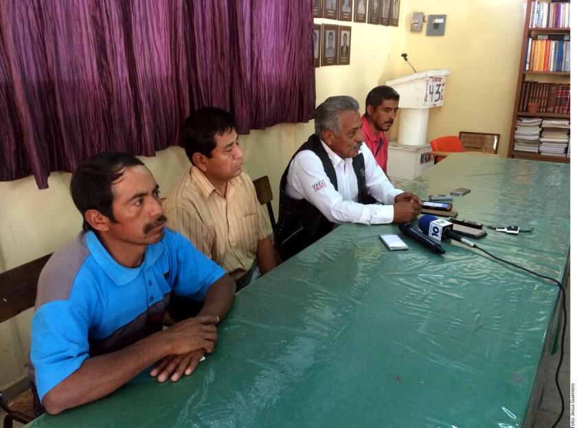 Un grupo de al menos 20 hombres armados con rifles de alto poder irrumpió en la comunidad de Zotoltitlán, Municipio Mártir de Cuilapan, en la región centro de esta entidad.