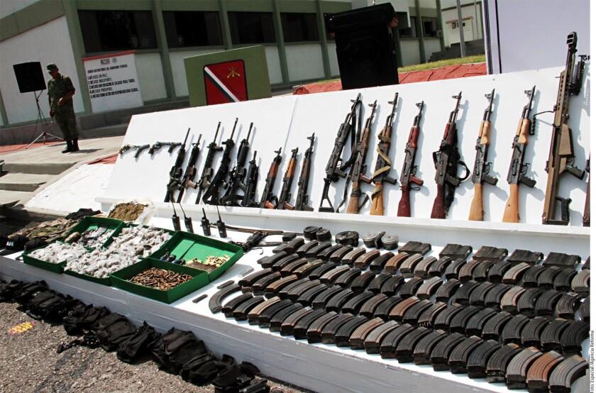 Luego de que cinco elementos del Ejército fueran asesinados tras presunta agresión del Cártel del Pacífico, autoridades militares realizaron operativos en Culiacán en busca de criminales, lo que derivó en el aseguramiento de armas de fuego, vehículos, cartuchos y droga.