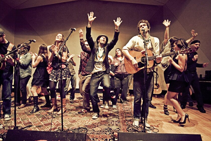 Jason Mraz (hat), Chaska Potter from Raining Jane (left of Jason dress, tights, boots), Vallie Gilley founder of Feeding the Soul Foundation, Finian Makepeace from Makepeace Brothers (guitar)  Jessie Payo (black dress), Michael Natter.