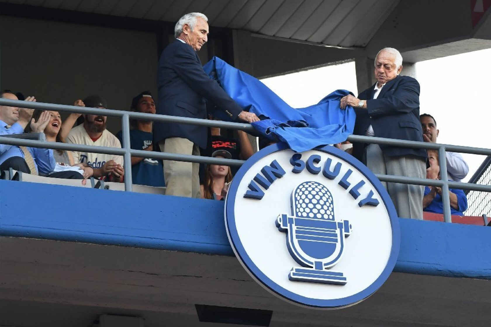 Vin Scully has microphone retired at Dodger Stadium ceremony - Los ...