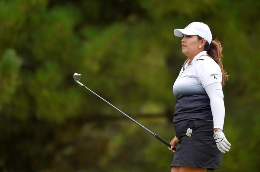 En la imagen un registro de la tensitas estadounidense Lizette Salas, quien se mantiene al frente del Indy Women In Tech (IWIT) Championship, que se disputa en el Brickyard Crossing Golf Club de Indianápolis (Indiana, EE.UU.). EFE/Archivo