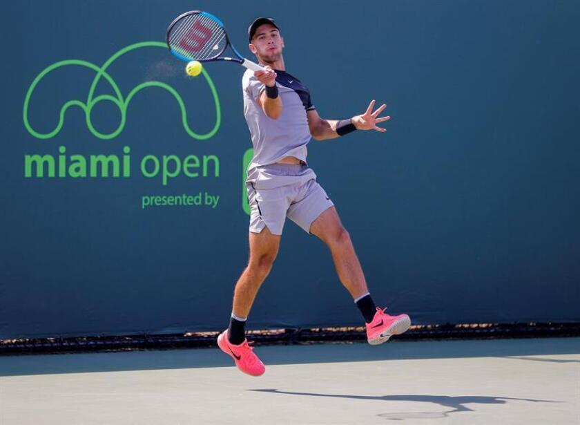Borna Coric of Croatia in action against Leonardo Mayer of Argentina during a second round match at the Miami Open tennis tournament on Key Biscayne, Miami, Florida, USA, 24 March 2018. (Croacia, Abierto, Tenis, Estados Unidos) EFE