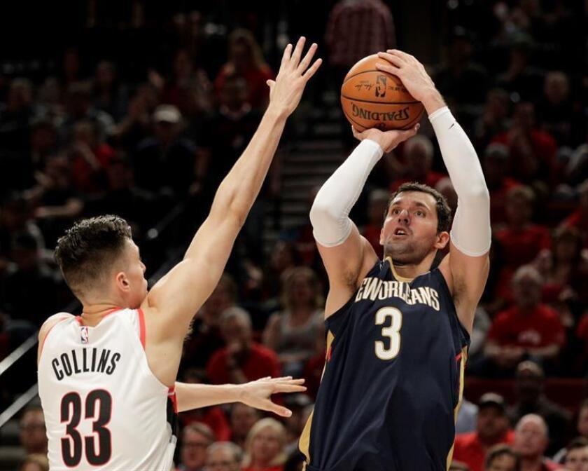 El jugador de los Pelicans de Nueva Orleans Nikola Mirotic (d). EFE/Archivo