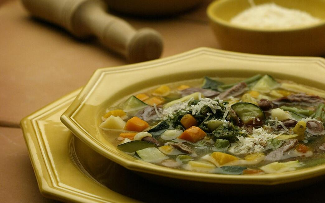 Soupe au pistou (vegetable soup with garlic and basil)