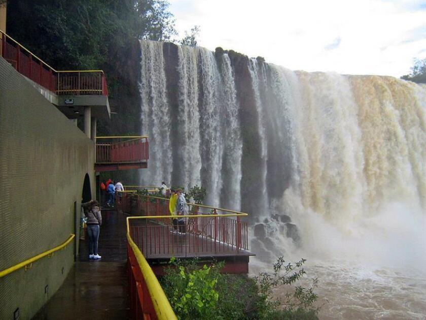 Situado en la frontera de Brasil y Argentina, en 1986 recibió la distinción de la Unesco de patrimonio natural de la humanidad y sus cataratas son consideradas una de las siete maravillas de la naturaleza del mundo. EFE/Archivo