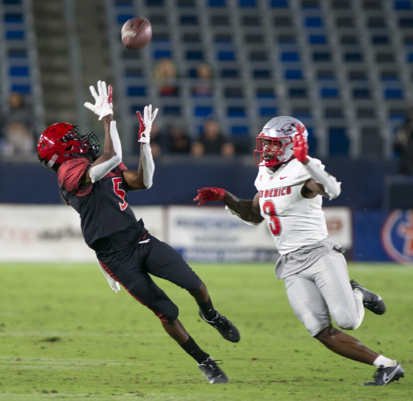 SDSU's BJ Busbee pulls in a long pass ahead of New Mexico's Patrick Peek.