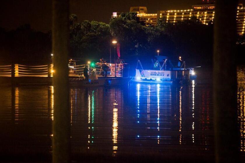 """La Policía del condado de Orange (Florida, EE.UU.) está buscando a un niño de dos años que fue arrastrado al agua por un caimán cerca del complejo de resort y spa Disney""""s Grand Floridian, informaron las autoridades."""