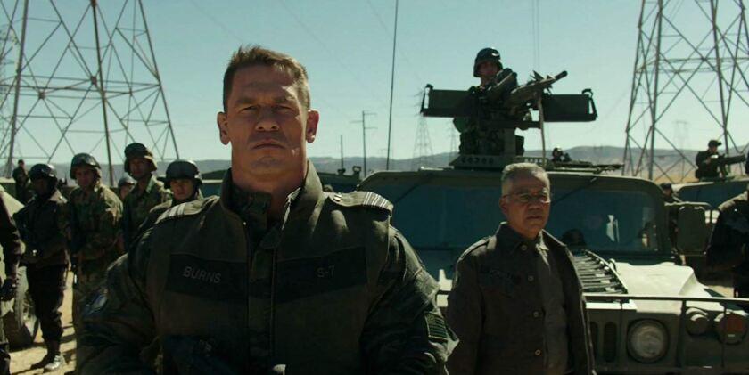 """El actor y luchador John Cena en una escena de """"Bumblebee"""", 'spin-off' de la saga cinematográfica de los Transformers."""
