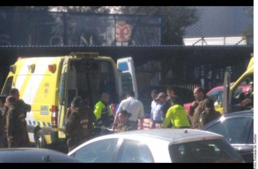 Se desconocen las causas del ataque al Centro Deportivo Azul de la Universidad de Chile, el cual, según testigos, fue realizado por al menos tres personas que dispararon cuatro veces hacia el sector del portón de entrada donde se encontraban unos 70 hinchas.
