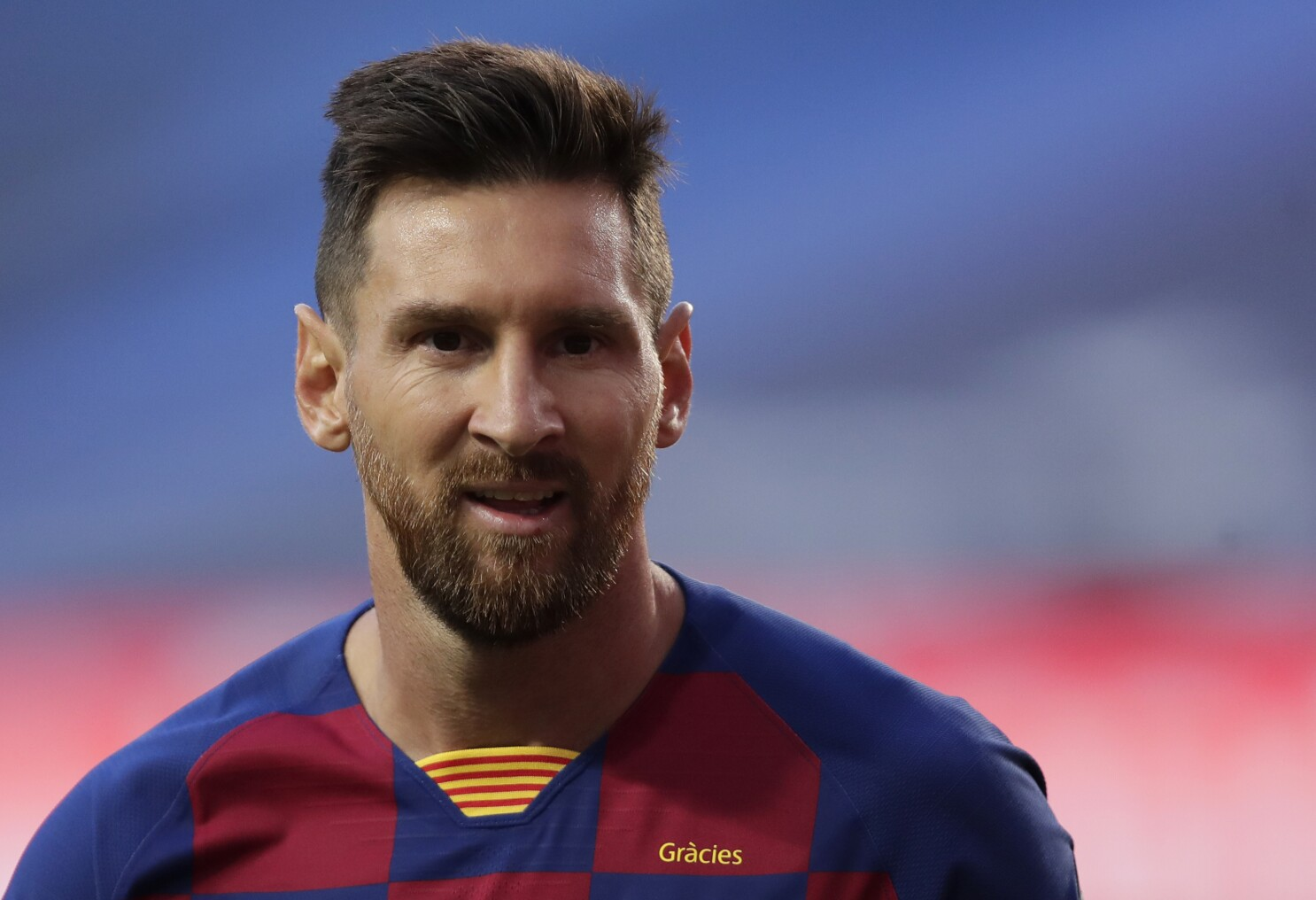 Lionel Messi Decides To Stay With Fc Barcelona This Season Los Angeles Times