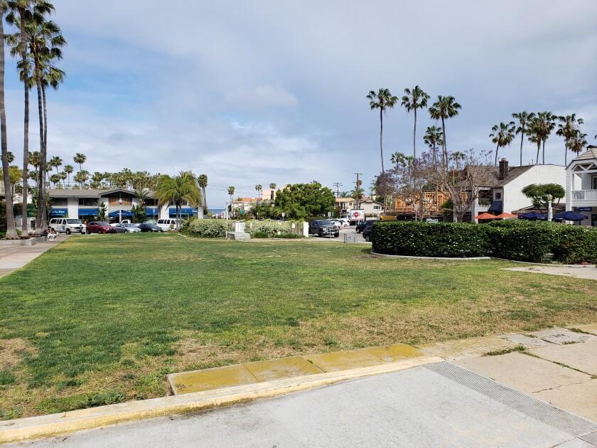 Laureate Park (aka Mata Park) is on Avenida de la Playa between Paseo del Ocaso and El Paseo Grande, fronting the La Jolla Shores Plaza.