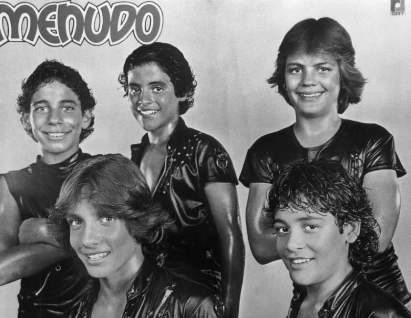 """Vista de una foto publicitaria del grupo musical puertorriqueño """"Menudo"""". EFE/Archivo"""