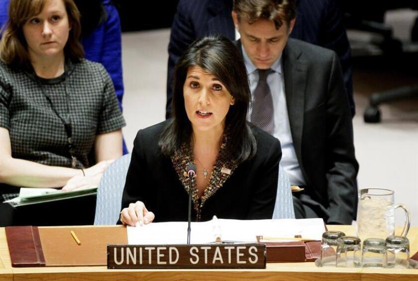 La embajadora estadounidense ante Naciones Unidas, Nikki Haley, durante una reunión del Consejo de Seguridad de Naciones Unidas, en la sede de la ONU en Nueva York, Estados Unidos, hoy, 18 de diciembre de 2017. EFE