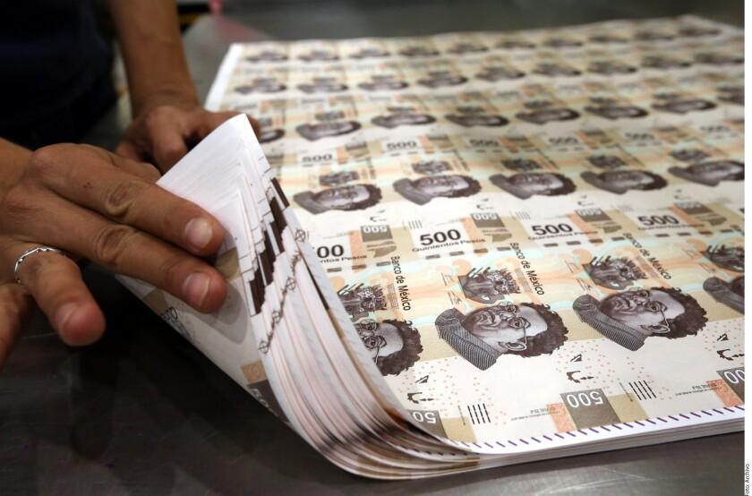 El Gobierno del Presidente Enrique Peña Nieto aseguró que el monto de deuda que heredará a su sucesor, del 47.3 por ciento al final del 2018, actualmente es manejable y que va a la baja.