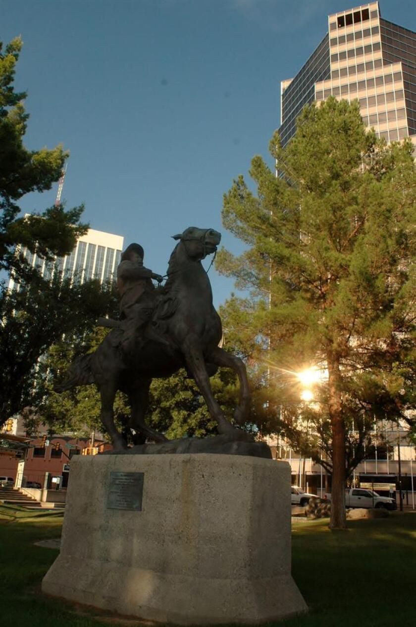 """Imagen de la estatua del revolucionario mexicano Francisco """"Pancho"""" Villa que se encuentra en el centro de la ciudad de Tucson, Arizona. EFE/Archivo"""