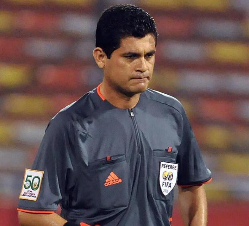 El exárbitro colombiano Óscar Julián Ruíz. EFE/Archivo