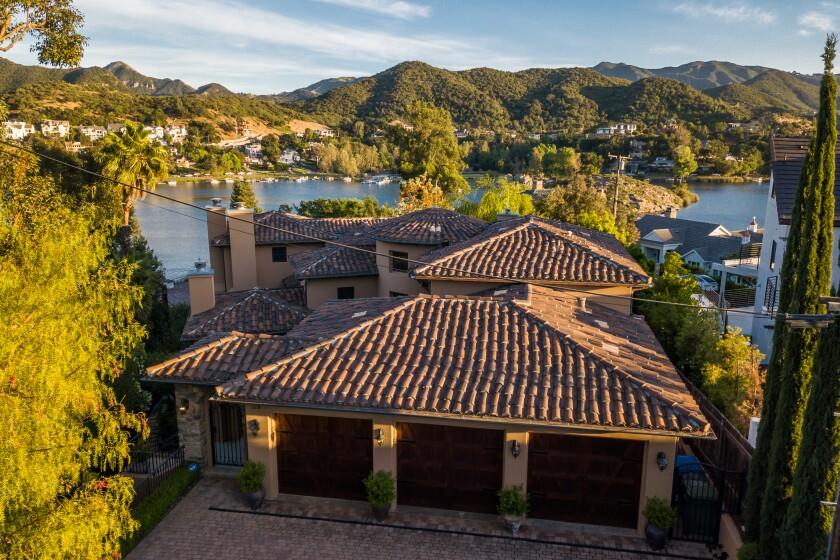 Tommy Thayer's Lake Sherwood villa