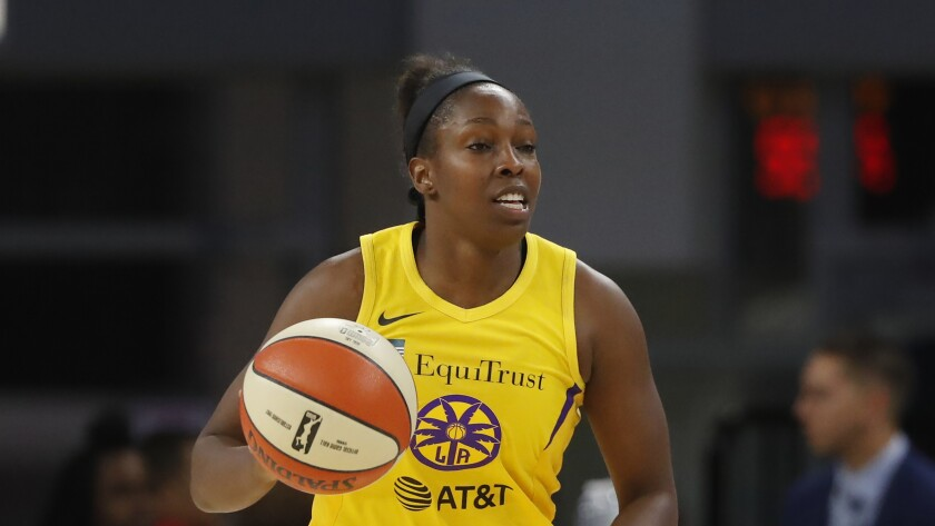 The Sparks' Chelsea Gray brings the ball up the court against the Sky on Aug. 16, 2019.
