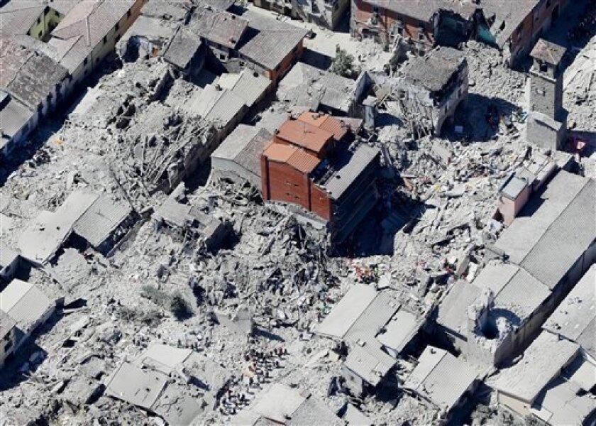 Vista aérea del centro histórico de la localidad de Amatrice, en el centro de Italia, tras un terremoto, el 24 de agosto de 2016. El sismo dejó centenares de muertos.