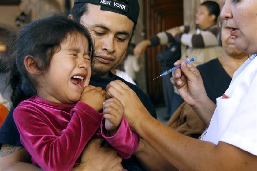 El 90 % de los casos de varicela se presenta en niños menores de 12 años y, al ser una enfermedad altamente contagiosa, se debe prestar atención para detectarla y tener cuidado para no propagar el virus, dijo la doctora María Inés Cruz Castañeda. EFE/Archivo