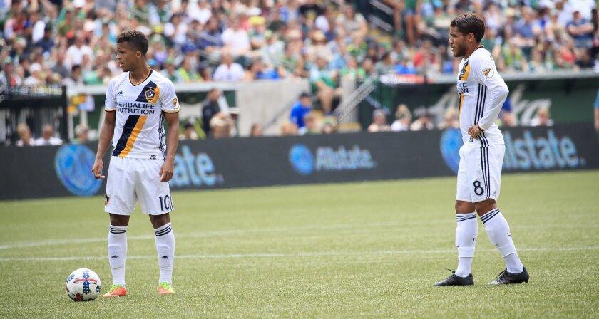 Giovani (i) y Jonathan Dos Santos, estelares mexicanos del Galaxy, en la mira de todos.