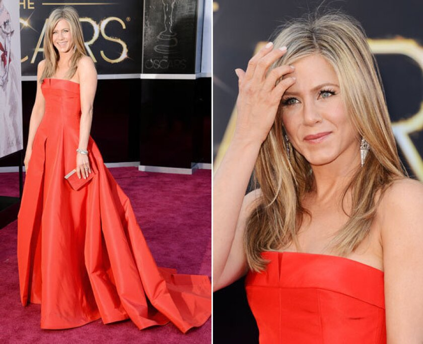 Jennifer Aniston needed to step it up a notch. This Valentino gown is too plain; not one of her best.