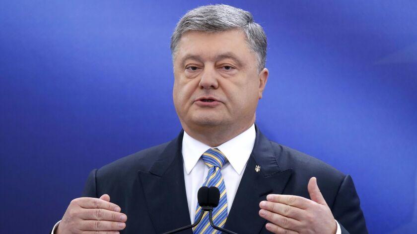 epa05964138 Ukrainian President Petro Poroshenko speaks during a press conference in Kiev, Ukraine,