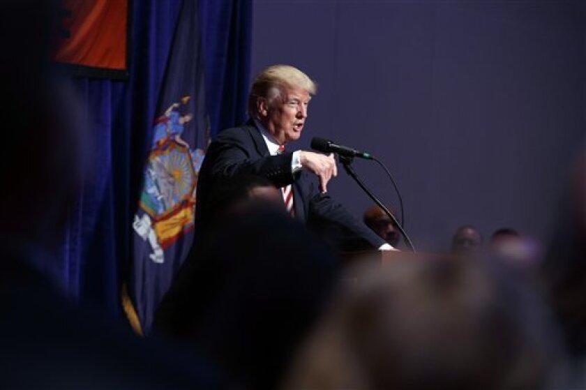 El candidato republicano, Donald Trump, abrió ayer la puerta para permitir la legalización de migrantes indocumentados que presten servicio a las Fuerzas Armadas.