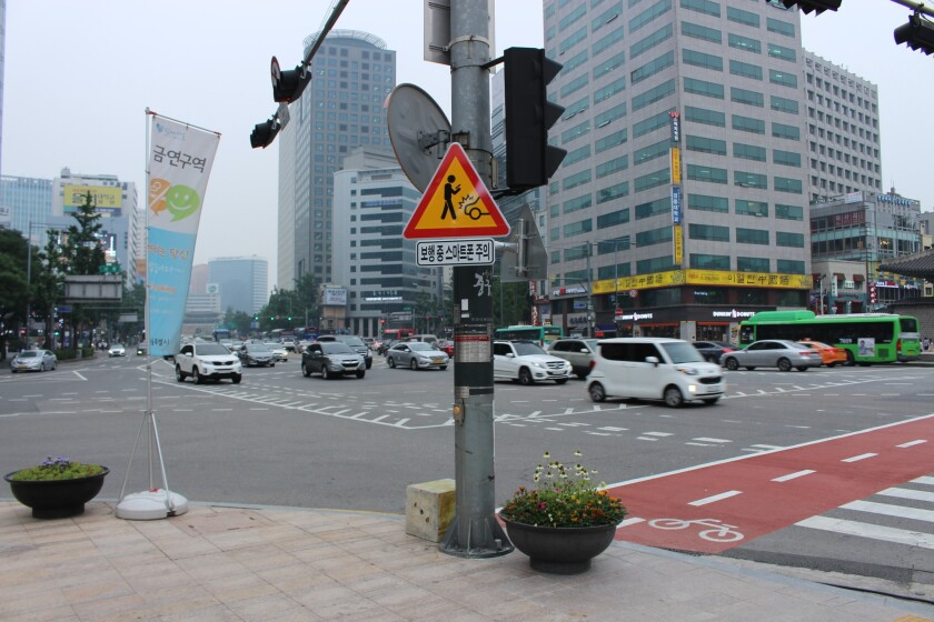 A road sign in Seoul warns pedestrians about smartphone use.