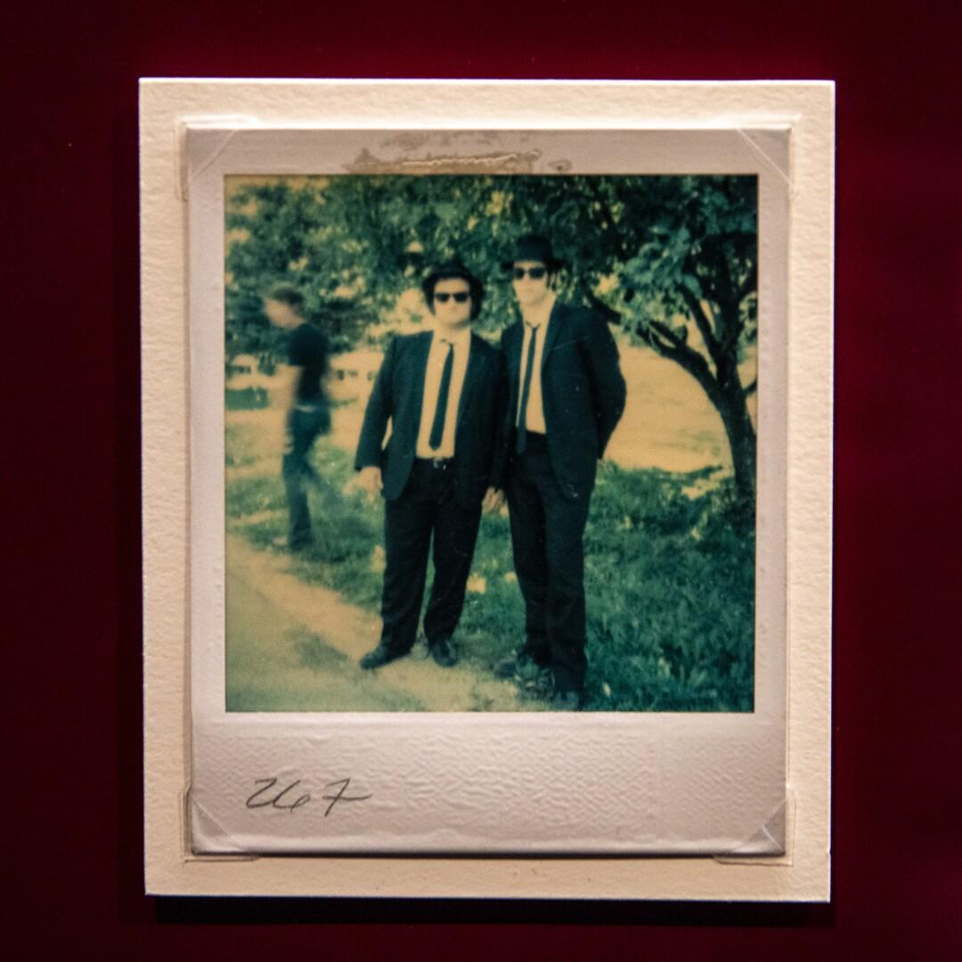 Imagen Polaroid de dos hombres en traje