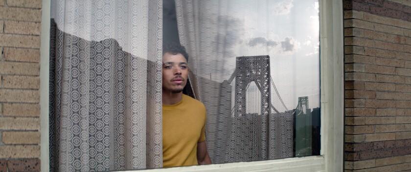 """En esta imagen difundida por Warner Bros. Pictures, Anthony Ramos en una escena de """"In the Heights""""."""