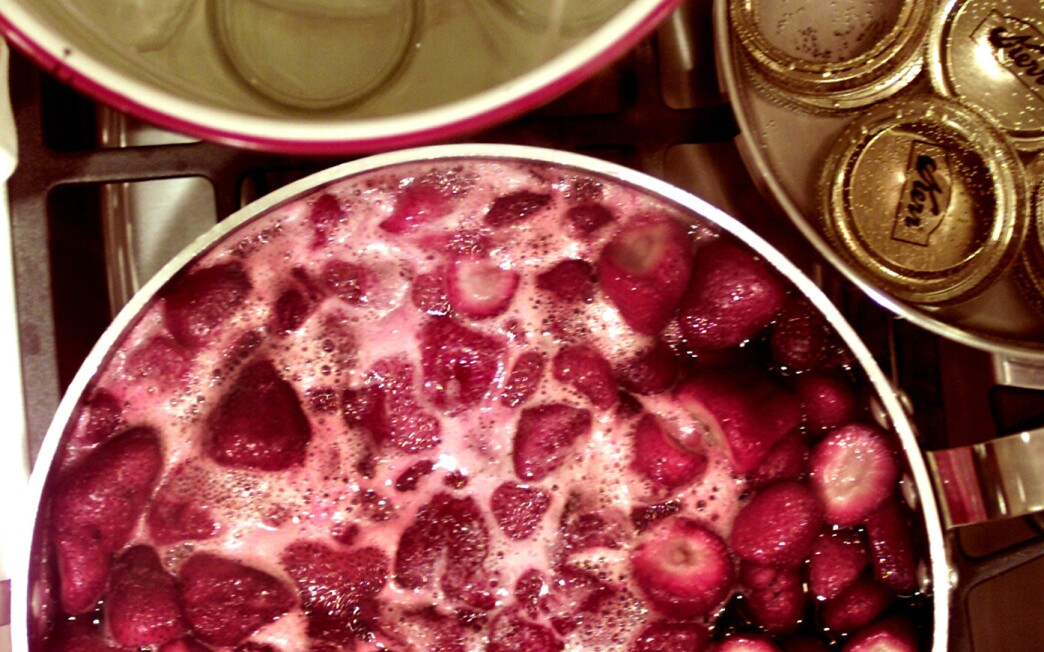 Hurry-up slow-cooked strawberry preserves