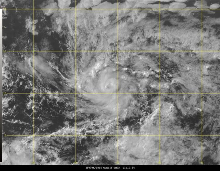 Imagen cedida por el Centro Nacional de Huaracanes (NHC) donde se observa una imagen de satélite del núcleo de la tormenta tropical Beryl. EFE/NHC-NOAA/SOLO USO EDITORIAL/NO VENTAS