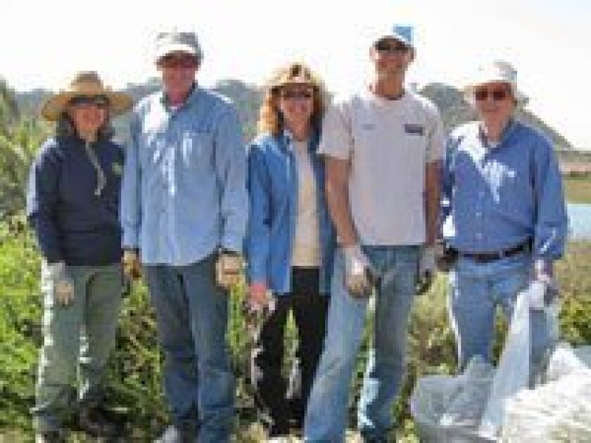 Ranger Carol Martin, Jon Fish, Susan and Mark Hennenfent, Charles Foster