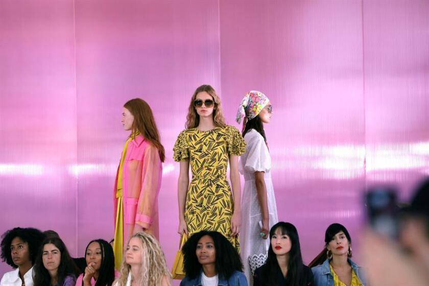 Las modelos presentan creaciones de Kate Spade en la Semana de la Moda de Nueva York Primavera 2019 en Nueva York, Nueva York, EE. UU. EFE/Archivo