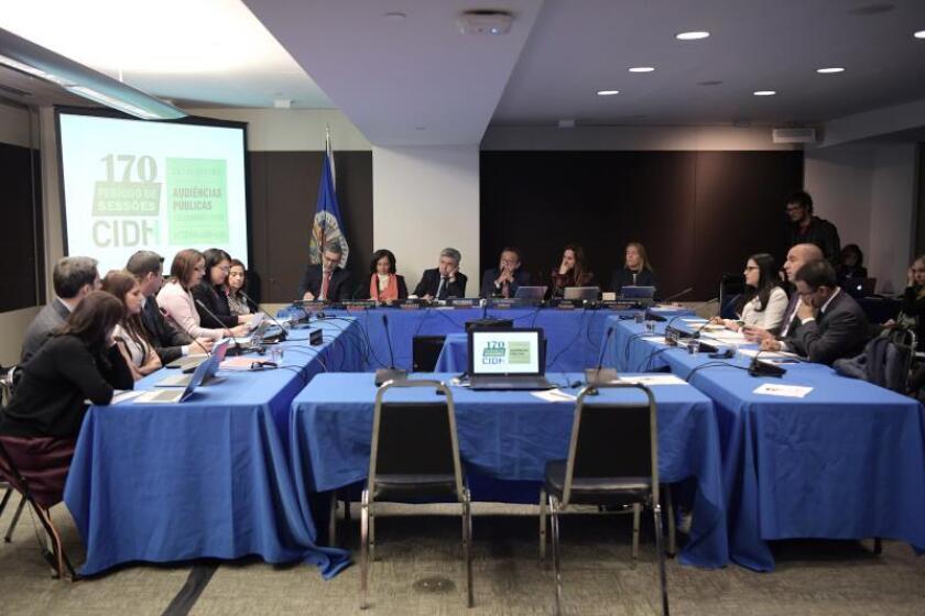 """Vista general de los participantes en una audiencia de la Comisión Interamericana de Derechos Humanos (CIDH) sobre la """"Detención arbitraria y situación de los derechos políticos en Venezuela"""". EFE/Archivo"""